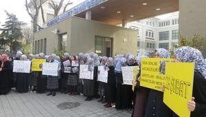Kadıköyde İmam Hatip Lisesi önünde 28 Şubat protestosu