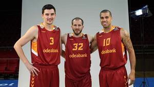 Galatasarayda Preldzic ve Blake Schilb kadro dışı