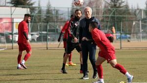 Mustafa Denizli ile Erkan Zengin kavga etti