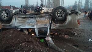 Otomobille kamyonet çarpıştı: 4 yaralı