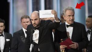 Warren Beatty: Zarfa bakınca bir yanlışlık olduğunu anladım