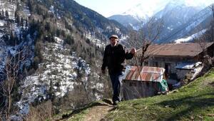 20 yıldır yaz-kış köyünden ayrılmıyor