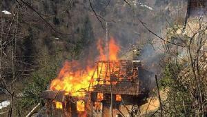 Çayeli'nde ahşap evde yatalak hasta yanarak öldü