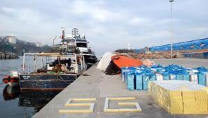 Balıkçı teknesinde 81 bin paket kaçak sigara; 3 gözaltı