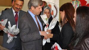 Bitlis Valisi Ahmet Çınar, kadınlarla kahvaltı da bir araya geldi