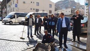 Adilcevaz'da yol yıkama ve temizlik çalışmaları