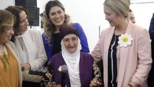 100 yaşındaki kadına sürpriz doğum günü kutlaması
