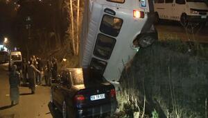 Beykoz'da facia ucuz atlatıldı: Minibüs park halindeki aracın üzerine çakıldı