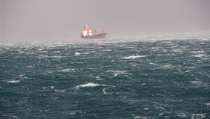 İskenderun'da şiddetli fırtına hayatı olumsuz etkiliyor