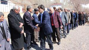 Hakkaride Ak Parti köyleri gezip Evet için destek istiyor