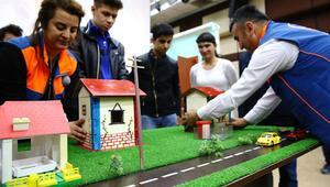 Özel öğrencilere deprem eğitimi