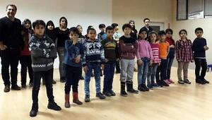 Gülsin Onay mülteci çocuklarla konser verecek