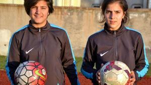 Liseli Ayşe, takımın gol makinesi