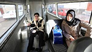 Sivas Belediyesi, bedensel engelli öğrenciyi YGSye taşıdı