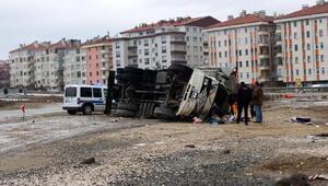 Kastamonuda kamyon devrildi: 2 yaralı