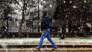 Ankarada kar sürprizi.. Sabah saatlerinde başladı..