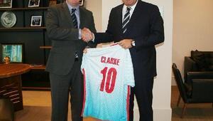 İngiltere Futbol Federasyonu Başkanından Demirörene ziyaret