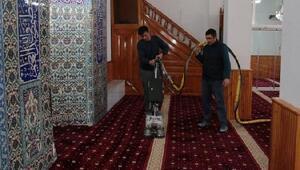 Merzifon Belediyesi ibahethaneleri temizliyor
