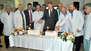 Vali Gül ve Emniyet Müdürü Aksoy, sağlık çalışanlarının Tıp Bayramını kutladı