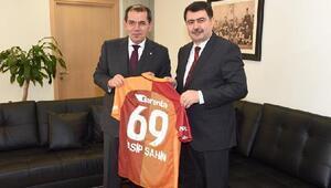 Vali Şahinden Galatasaray Başkanı Özbeke ziyaret