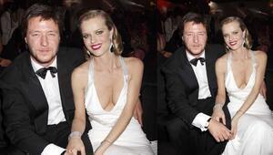 Model Eva Herzigova 15 yıllık sevgilisi ve üç çocuğunun babası Marsiaj ile nişanlandı