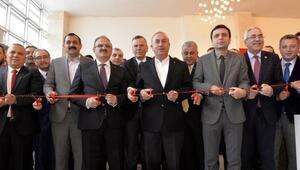 Bakan Çavuşoğlu: Vatandaşımız özel sektörde dahi iş bulmak için siyasetçiye gidiyor