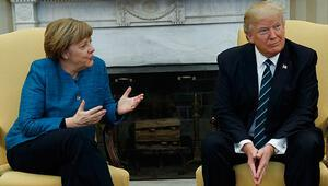 Trump bu hareketi yapınca Merkel şaşkına döndü.. Bu skandal olay oldu