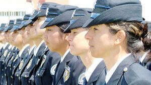 Kadın polise 'kumaş başlık' yardımı