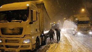 Bolu Dağında kar kazalara yol açtı, ulaşım felç oldu