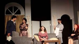 Karşıyakalı tiyatrocular Bozcaadada oyun sahneledi