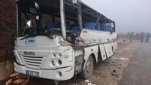 Maden işçilerini taşıyan servis aracı ile TIR çarpıştı: 2 ölü, 22 yaralı