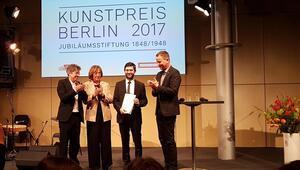Emin Alpere Berlinden ödül
