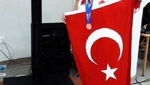 Dünya Masterler Şampiyonasında İzmirli atletten bronz madalya