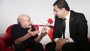 Başkan Baydilliden yaşlılara ziyaret