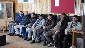 Lokalde kemerleri bağlayıp Trabzonspor maçlarını izliyorlar...