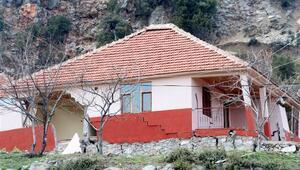 Antalyada heyelan nedeniyle 12 ev boşaltıldı