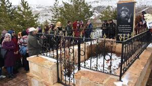 Halk ozanı Aşık Veysel, mezarı başında anıldı