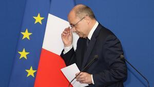 Fransa İçişleri Bakanı Le Roux istifa etti