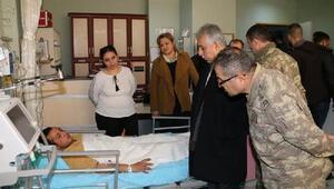 Hakkaride yıldırım düştü, 4 asker yaralandı