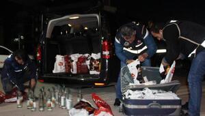 Lüks minibüste kaçak içki ve sigara ele geçirildi