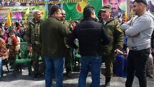 Rus askerleri, Halepte Nevruzda YPG ve YPJ bayrakları ile poz verdi