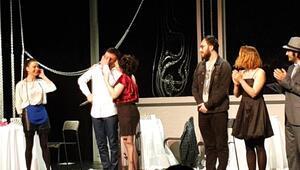 Ankara'daki gözyaşları tiyatro için