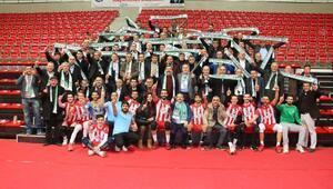 Akkuş Belediyespor 2 yılda Erkekler Voleybol 1inci Liginde