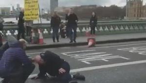 Londrada silahlı saldırı, çok sayıda yaralı var