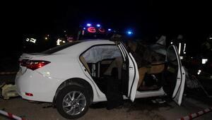 Otomobille hafif ticari araç çarpıştı: 2 ölü, 10 yaralı
