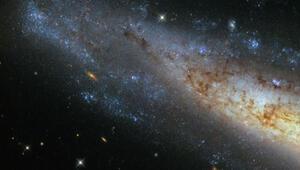 Hubble frizbiye benzeyen bir galaksi keşfetti