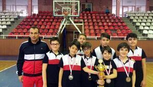Sankolu öğrenciler teniste ikinci oldu