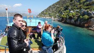 Rus turistler Demreye yaz getirdi