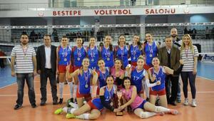 İzmir Büyükşehir Belediyesporlu kızlar tarihinde ilk kez 1inci Lige yükseldi