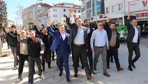 Ümit Özdağ'ı ülkücü grup protesto etti